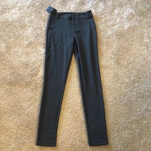NWT Straight Leg Midrise Pants in Olive Green XS